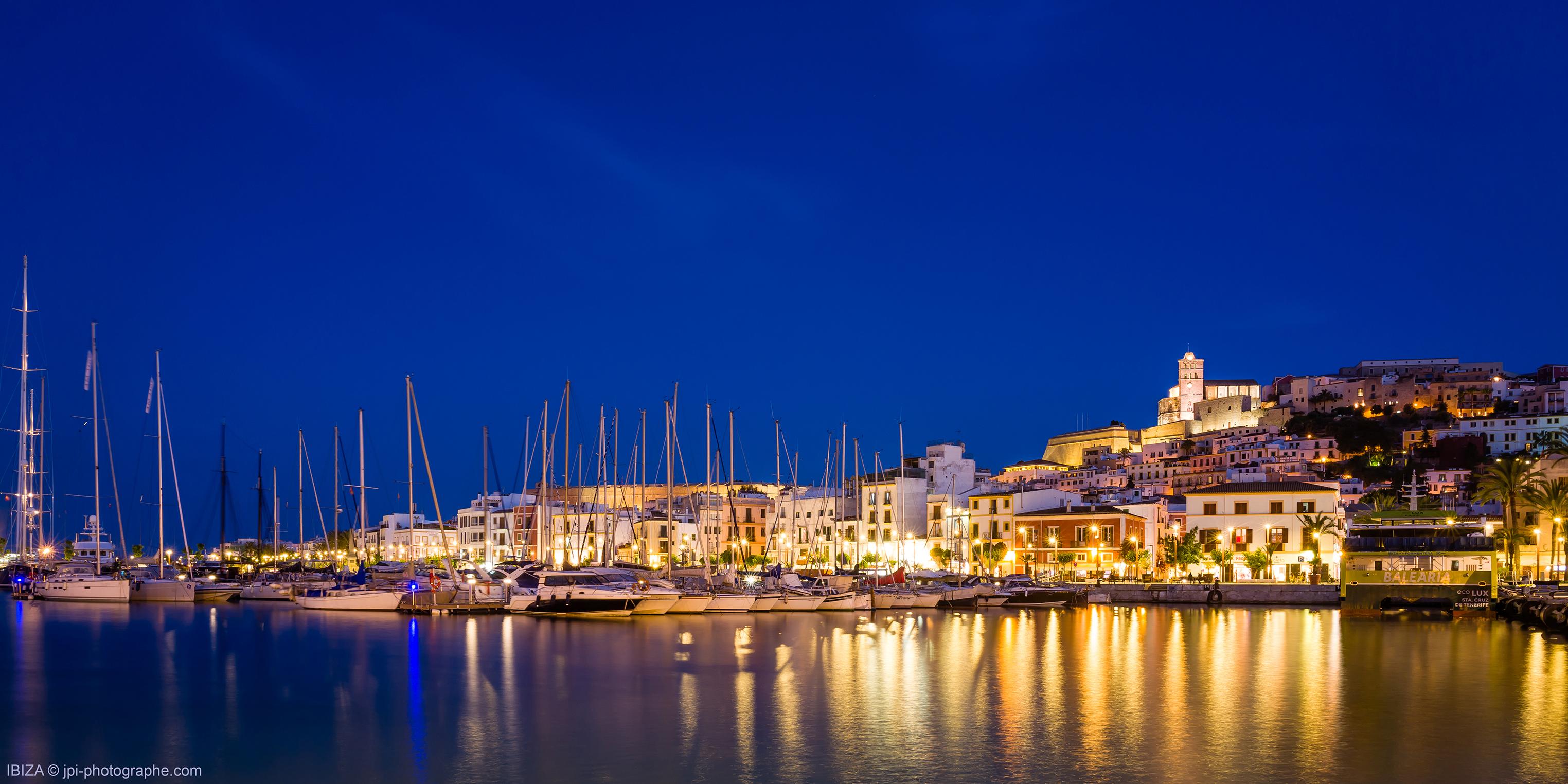Ibiza Baléares downtown at night
